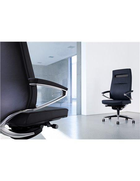 Крісло KLOBER CENTEO для керівника чорного кольору